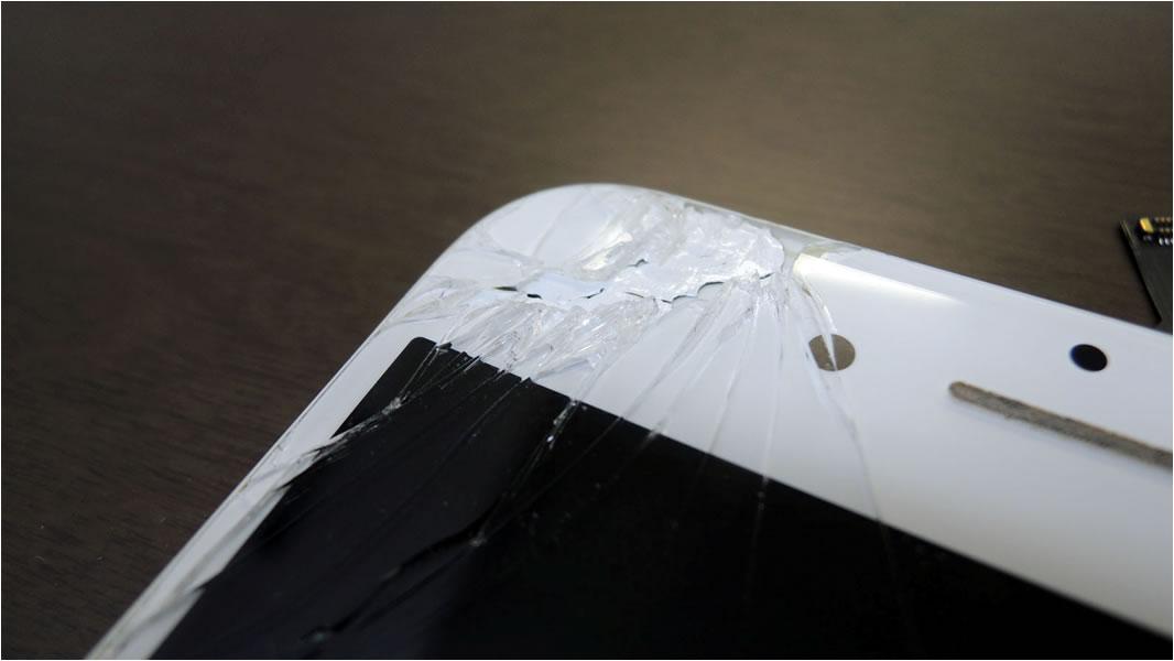 ガラス面にヒビが入ったiPhone6